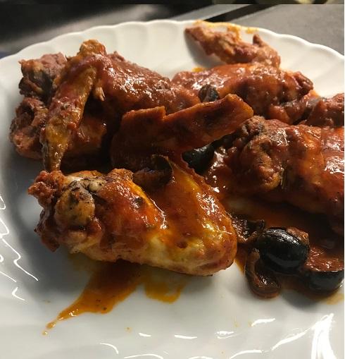 pollo sugo e olive nere